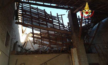 Crolla il tetto di una cascina: disabile bloccato sotto le macerie