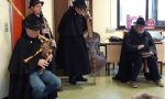 Zampognari in visita alla primaria Teresio Olivelli di Salò