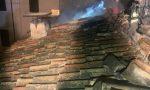 Tetto in fiamme a Desenzano: paura per una famiglia
