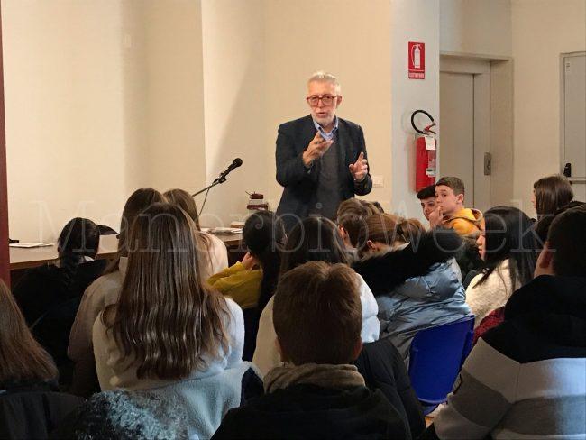 Pontevico lo storico Gian Carlo Corada parla di Costituzione ai ragazzi delle medie