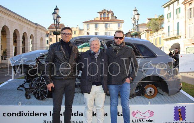 Da sinistra Luciano Matriolini dell'associazione Lorenzo sempre con noi, al centro Roberto Merli della Condividere la strada della vita Brescia è un rappresentante della Ricar autodemolizioni di Alfianello