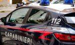 Pazzo in preda a un raptus accoltella e minaccia alcune persone sul lungolago: arrestato