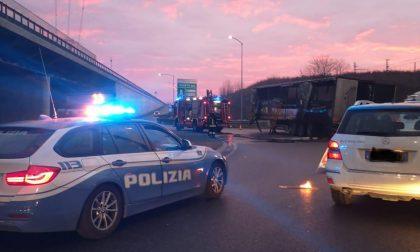 Camion bruciato all'uscita della Brebemi