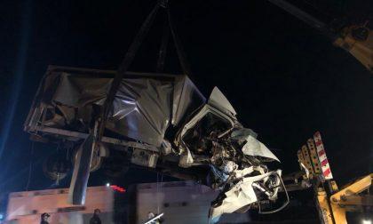 Incidente tra due camion e un'auto in A4: tratto chiuso tra Seriate e Rovato FOTO