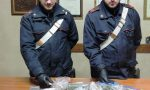 Inseguito dai carabinieri, getta la droga dal finestrino: arrestato