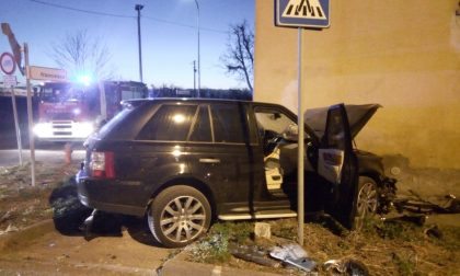 Scontro tra due auto: Vigili del fuoco in azione a Cologne