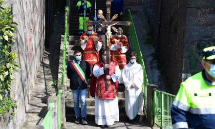 Via Crucis in solitaria e poi distribuzione delle mascherine a Pontoglio