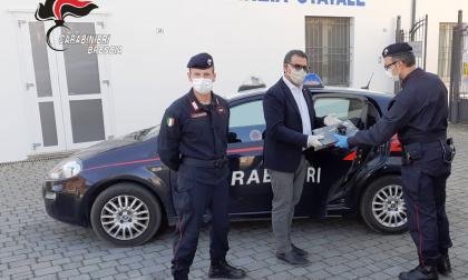 Didattica a distanza, i carabinieri consegnano pc agli studenti