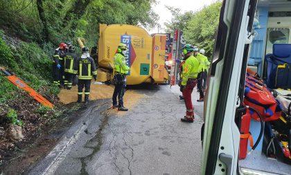Soiano del Lago: camion si ribalta su un'auto, perde la vita il conducente GALLERY