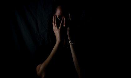 Colpisce la moglie davanti ai figli: intervengono le Forze dell'ordine