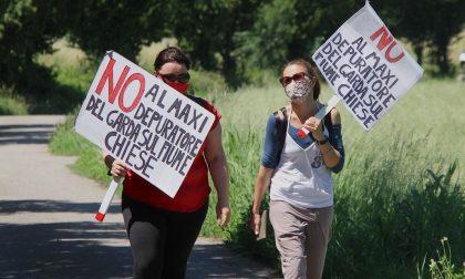 """Flash mob delle mamme del Chiese per dire """"no"""" al maxi depuratore del Garda"""