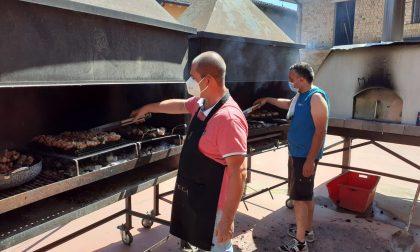 Oltre 100 grigliate: a Milzano è record per il pranzo benefico