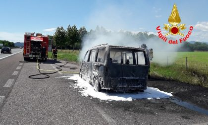 Fiamme in A4: incendiato un Van VIDEO