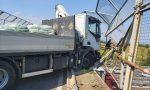 Camion sfonda il cavalcavia, tragedia sfiorata a Calcinato