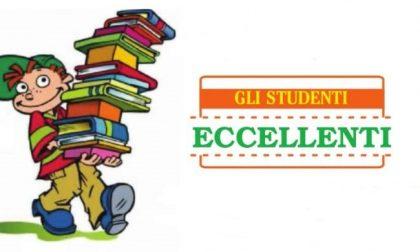 L'omaggio agli studenti più bravi: manda la foto al tuo giornale!