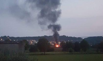 Container in fiamme a Torbiato di Adro FOTO