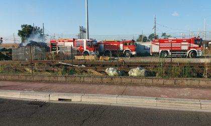 Legnaia in fiamme nei pressi della stazione