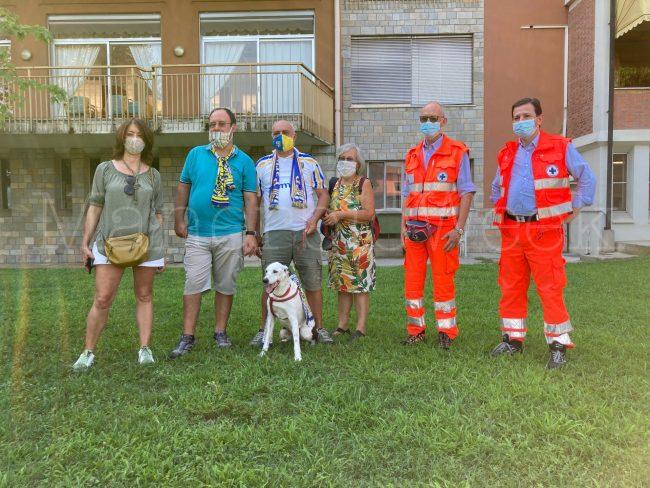 La famiglia Dall'Asta con i volontari di Parma