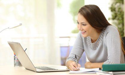 Come scegliere la scuola online che aiuti davvero a recuperare anni scolastici e ottenere un diploma