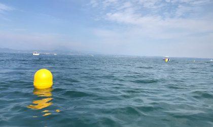 Sirmione: acque sicure alla spiaggia Giamaica. Posizionate 24 boe di segnalazione