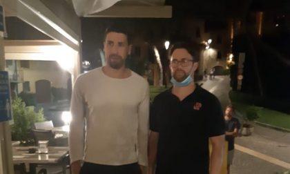 Il calciatore Sami Khedira a Gardone Riviera per la gioia di tifosi (e non solo)