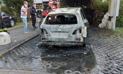 Incendio a Capriolo, un'auto divorata dalle fiamme