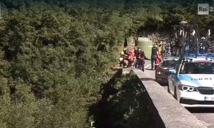 Incidente al Giro di Lombardia: Evenepoel cade in un burrone a Nesso