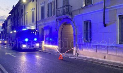 """Camion """"vandali"""", altri due balconi sradicati nella notte"""