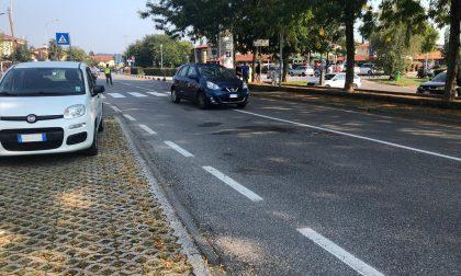 Grave anziano investito mentre attraversa la strada