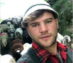 Ha risparmiato per coronare il sogno: è il pastore transumante più giovane d'Italia