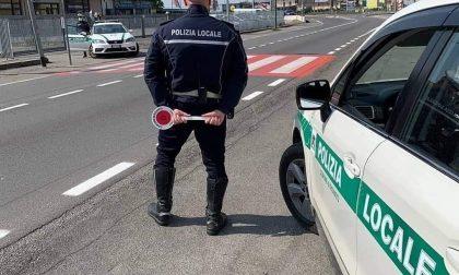 In fuga sull'auto rubata braccati dalla Polizia Locale