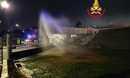 Collassa una cisterna di ipoclorito di sodio, paura a Brescia