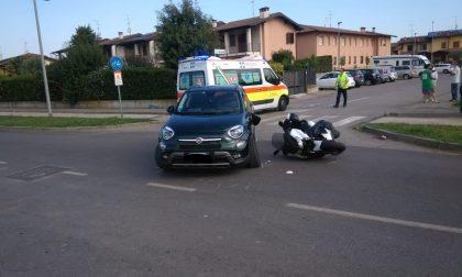 Manca la precedenza e urta uno scooter: in ospedale un 55enne