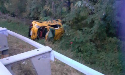 Si ferma a soccorrere i feriti, ambulanza tamponata in autostrada LE FOTO