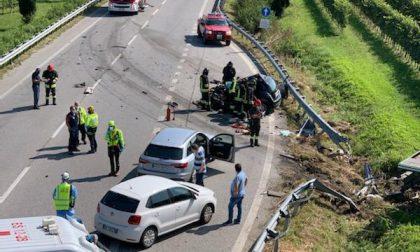 Tragico schianto Tir-auto, una persona perde la vita FOTO