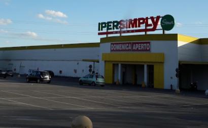 Chiusura dell'IperSimply: «Non ce l'hanno nemmeno comunicato»