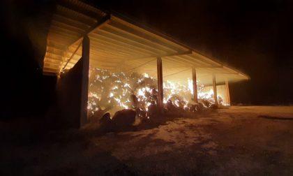 Incendio a Gambara, fienile avvolto dal fumo e dalle fiamme