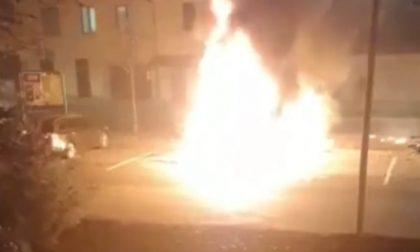 Camper in fiamme: intervengono i Vigili del fuoco