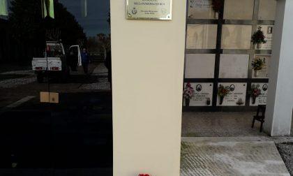 """Una targa per ricordare le vittime del Covid, ma """"la battaglia è ancora lunga"""""""