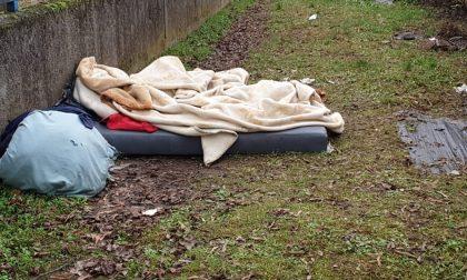 Sotto l'albero di Natale la storia di Mohamed, il senzatetto invisibile che viveva in via Pascoli