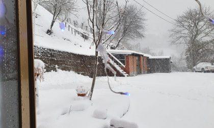 Brescia e la Lombardia si svegliano sotto la neve – FOTO