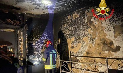 Incendio in casa, salvato un uomo