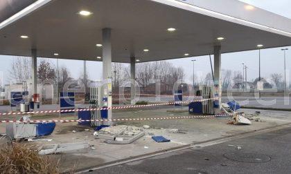 Assaltano col Merlo rubato il bancomat del benzinaio