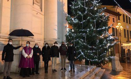 Illuminato l'albero di Natale sul sagrato del Duomo