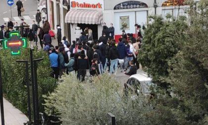 Assembramento incontrollato di adolescenti a Salò, intervengono le autorità