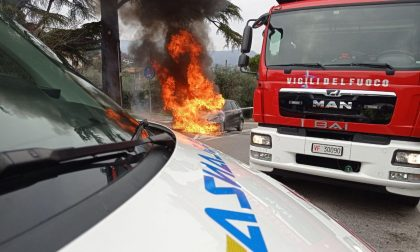 Auto in fiamme a Campoverde di Salò