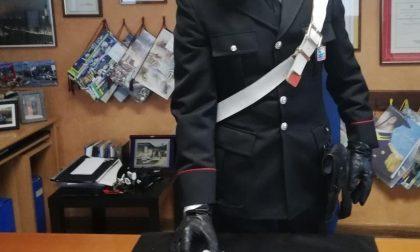Spacciava sotto casa, 25enne colto in flagrante dai Carabinieri