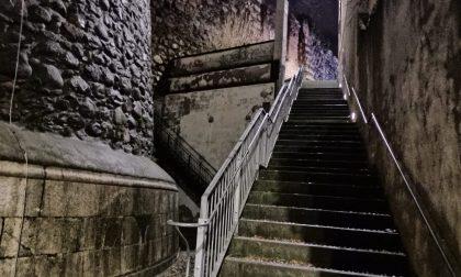 Lo trovano ferito sulle scalette della Torre del Popolo: 55enne in ospedale