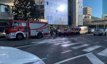 Incendio a Brescia, sul posto arrivano i Vigili del Fuoco