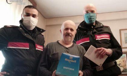 Anziano si sente solo e chiama i Carabinieri, che si presentano a casa con un panettone
